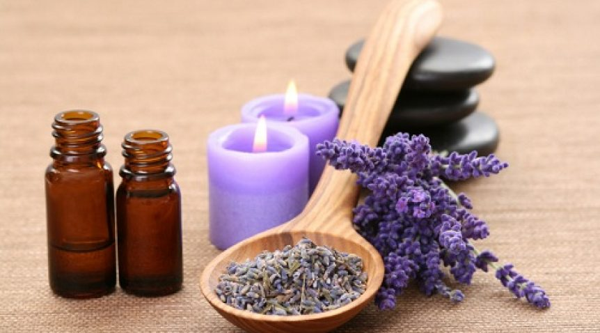 Cách sử dụng tinh dầu oải hương trị mụn tại nhà