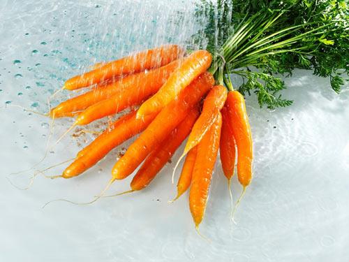 Trị mụn trứng cá bằng cà rốt