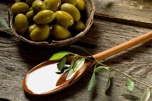 Trị mụn trứng cá bằng dầu oliu