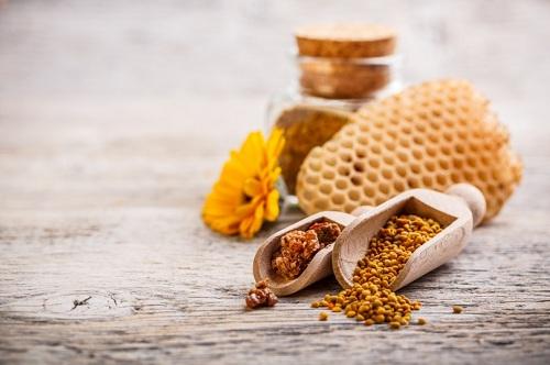 trị mụn trứng cá bằng mật ong
