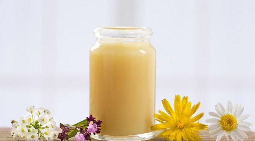 Tìm hiểu cách trị mụn trứng cá bằng sữa ong chúa tại nhà