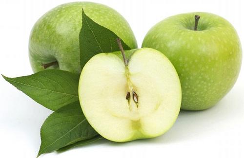 mặt nạ táo trị mụn đầu đen