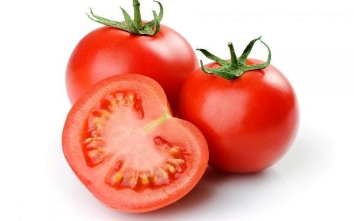 trị mụn trứng cá bằng cà chua