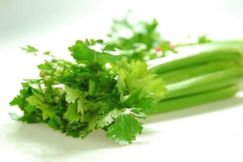 Cách trị mụn đầu đen bằng rau củ quả