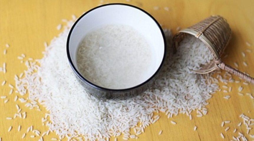 Mách nhỏ cách trị mụn đầu đen bằng nước vo gạo