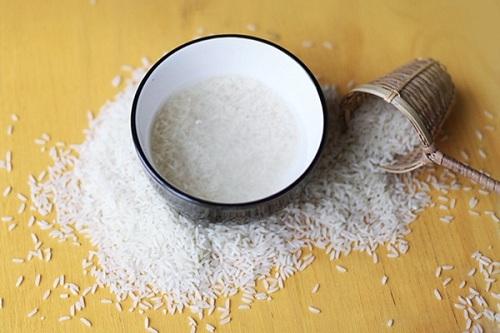 trị mụn đầu đen bằng nước vo gạo