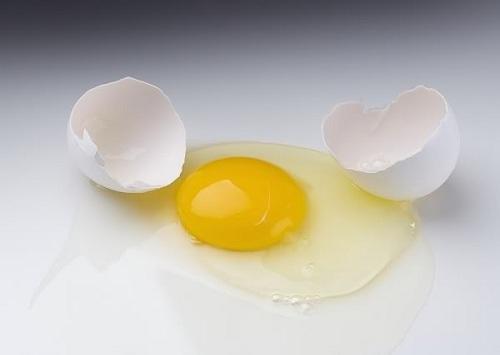 trị nám da bằng lòng trắng trứng