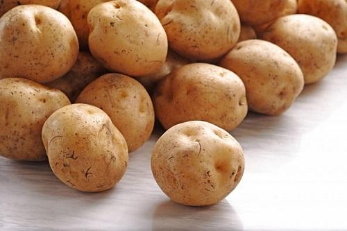 trị tàn nhang bằng khoai tây