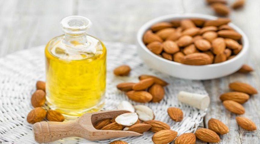 Hướng dẫn trị môi thâm bằng tinh dầu hạnh nhân