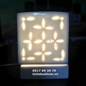 Đèn vuông khắc hoa màu trắng