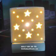 đèn vuông khắc họa tiết màu vàng
