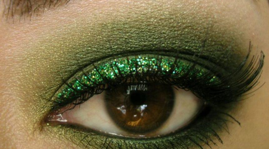 Hướng dẫn cách trang điểm mắt màu rêu